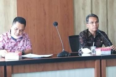 Sekda Loteng saat memimpin rapat koordinasi kinerja BPJS