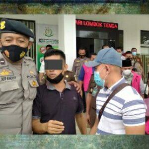 LH sesaat sebelum dibawa ke tahanan atas dugaan korupsi